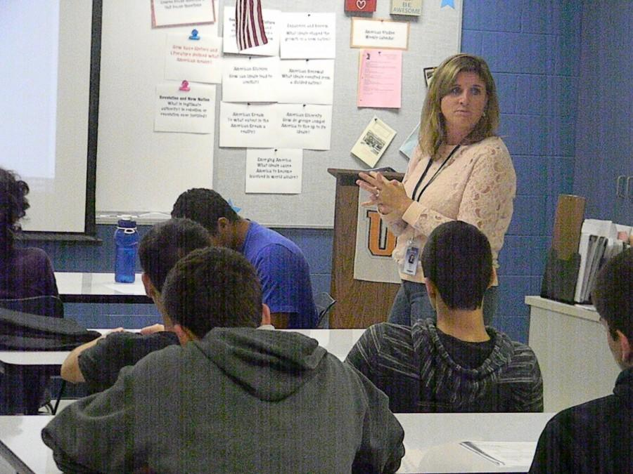 Economics teacher Candace Fikis is the 3M Outstanding Economic Educator in Illinois.