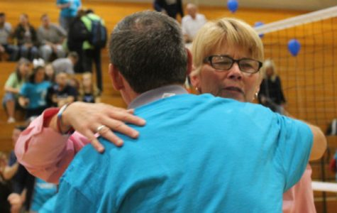 Night of volleyball honors the retirement of a coach
