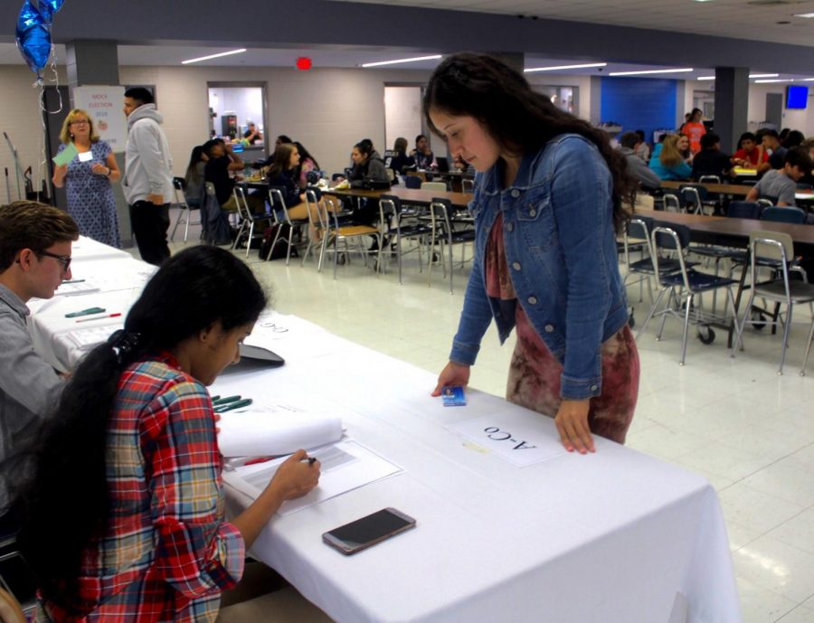 Senior Lupe Arriola signs up to pick her candidates of choice in commons during lunch hours.