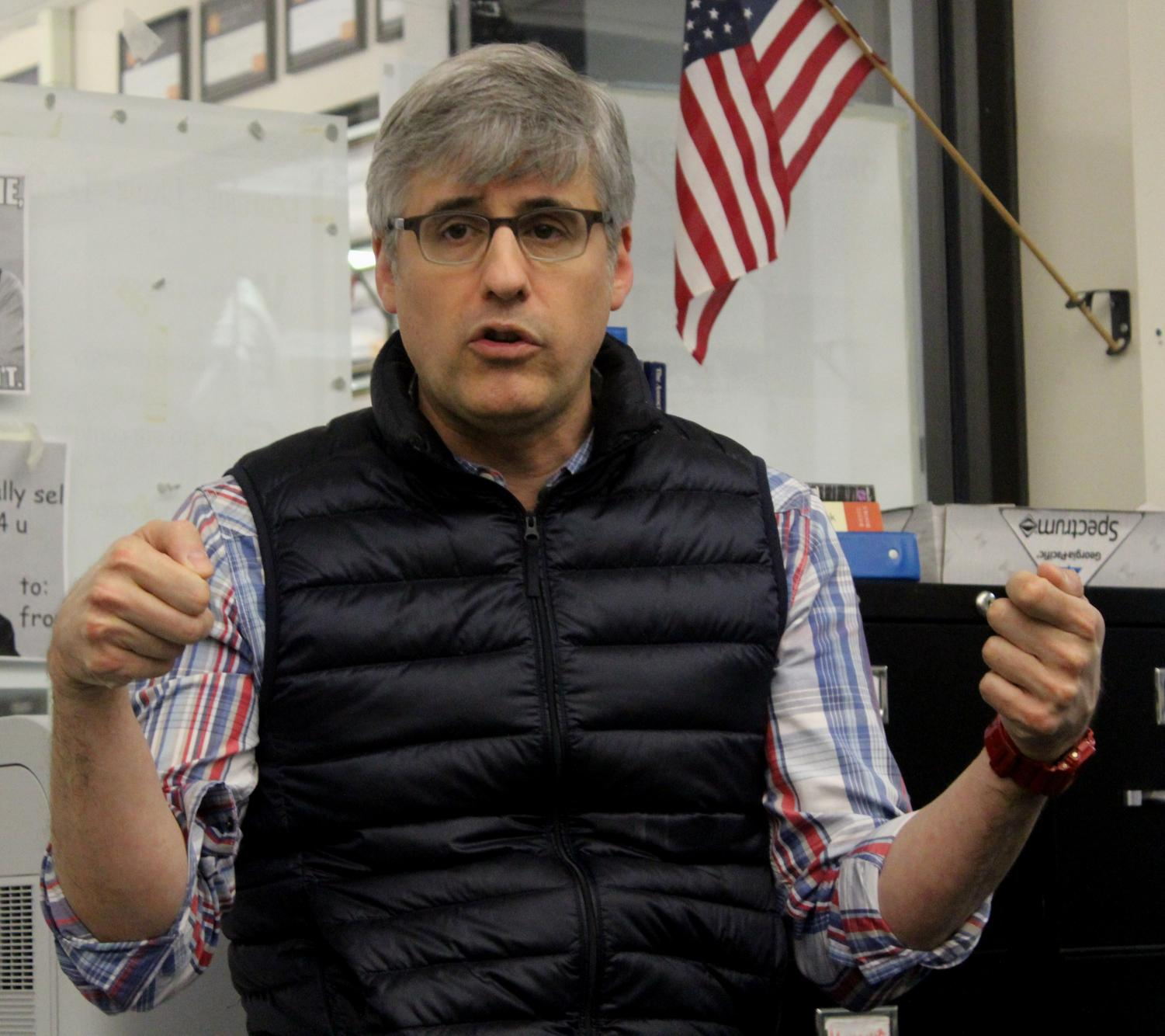 """""""CBS Sunday Morning"""" journalist, Mo Rocca, talks to journalism students about the role of the press Oct. 19."""