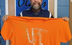 Teachers support bullied boy by wearing Tennessee shirt